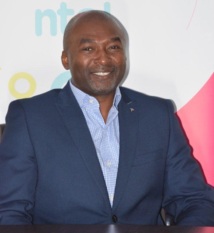 Ernest Akintola, ntel